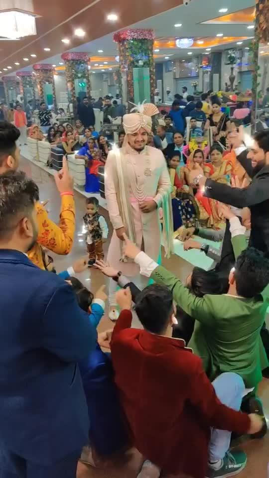 Isliye toh jane nhi diya😅😂 1 hr yhi roka tha😂 #foryoupage #nirajjha #tiktokindia #fyp #foryou #wedding #yaari #tiktok_india #shadi #bhai
