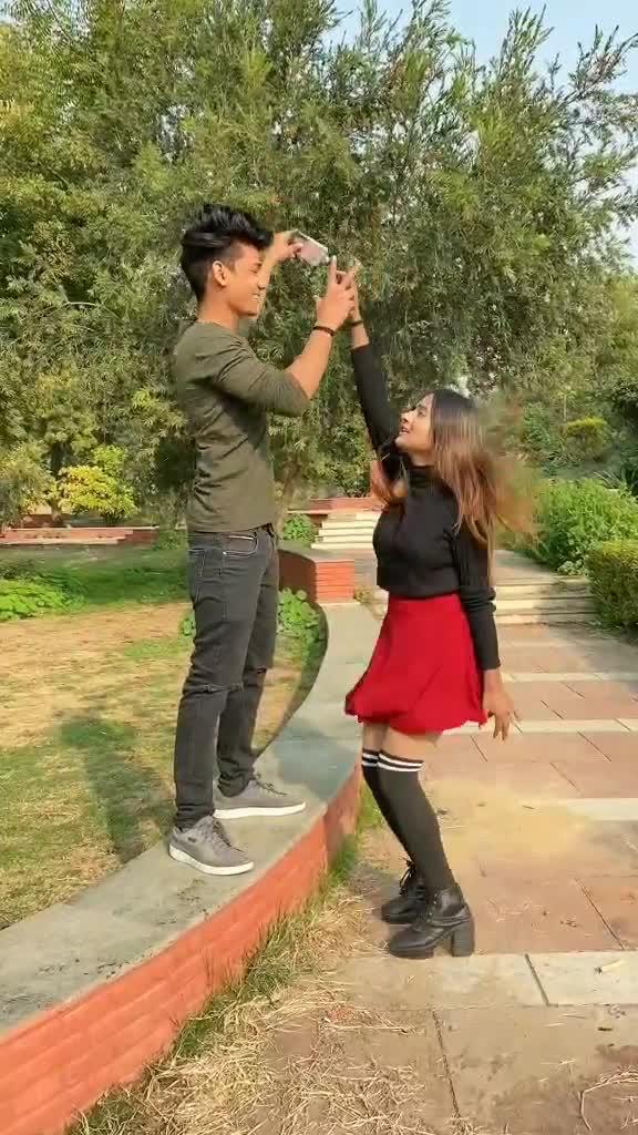 Pure din phone mai lagi rhti hai 😒❤️ #vaib   @dikshachoudhary8 #foryou #TrueLove #trending #foryoupage #viralme #makeitviral #smile TikTok