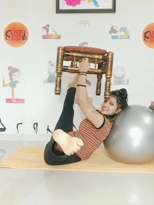 Over stretching with table #TideLagaoDaagHatao #fitnessmom #contortionist #contortionistchallenge #vaibhavlaxmijhala #trending #contortion @tiktok TikTok