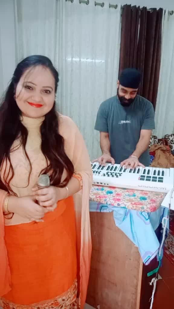 ye kaisa musician hai gaane ni de rha @jsin82 #couplecomedy #comedy #15svines #comedystar #thiscouple #tiktokindia #husbandwife TikTok