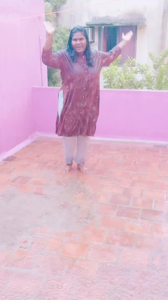 enjoying the rain♥️dancing in the rain is happiness ♥️🙈 TikTok