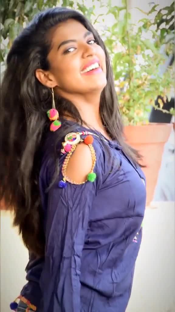 हमारे वीडियो देखो कोई 🌹#foryou #madhuripawar #trending #hindisong #tiktokindia #viralgirl #bollywoodsong #arifprince7 #hgforever @tiktok_india TikTok