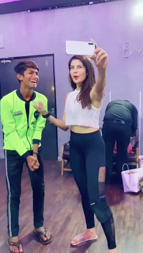 dream come true 😍 #jaqueline #jaquelinefernandez #bollywood #actresss #hollywood #justdancemoves #justf143 #dreamgirl #cute #guffutherider of mr faisu tiktok video