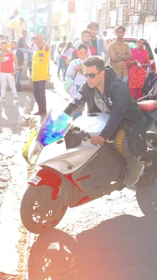 BlockBuster Entry 🏍, 🤘🏻, 🎸 - #TheWantedNajeemKhan #Entry #MariaMaria #SalmanKhan #Bollywood #Swag #SwagSeSwagat #Bike #ActorsLife #ApnaStyle 😎 TikTok