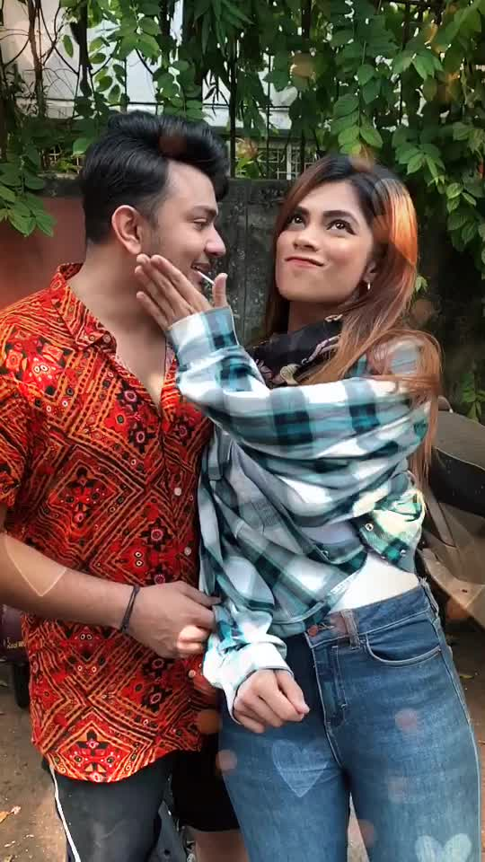 Double tap with your chin 😉 We should be with someone who'll get the best out of you 😇❤️ #Nawez @nagmaa #Atrangz TikTok